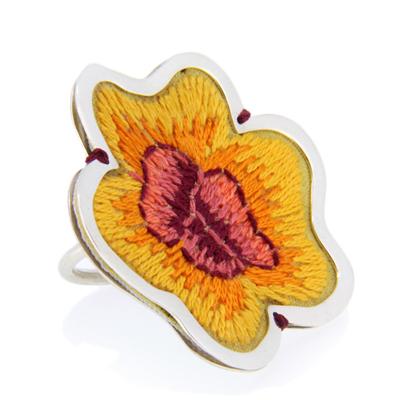 Julia Toledo, flower ring